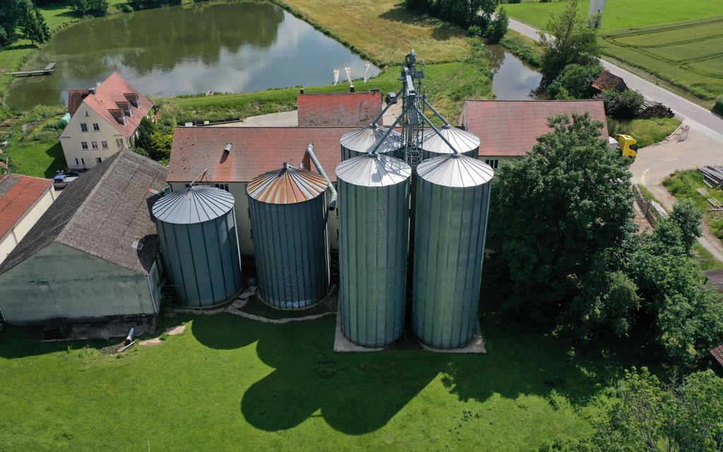 Die Lettenmühle - unsere Außensilos